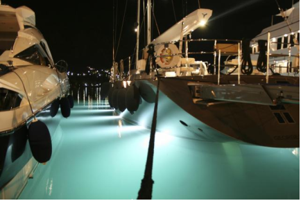New innovative underwater lights require no drilling
