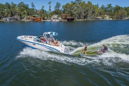 Chaparral introduces Wake Surfing at Noosa Surf Festival - Shipmate